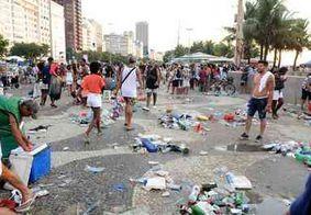 Agentes de limpeza recolhem mais de 46 toneladas de lixo em Copacabana após réveillon