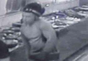 Vídeo: Câmeras de segurança flagram momento em que cliente de loja fica na mira de revólver; veja
