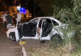 Motorista perde controle da direção e carro capota na BR-230 em João Pessoa