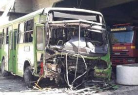 Vídeo: Motorista passal mal, ônibus cai de viaduto e deixa feridos