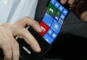 Samsung usará telas flexíveis em smartphones no próximo ano