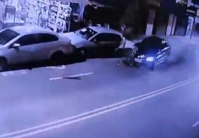 Vídeo: motorista colide com carros estacionados, foge e é seguido em João Pessoa