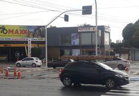 Trânsito no bairro José Américo, em João Pessoa