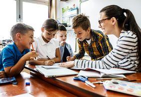 Professores debatem aprendizagem colaborativa na formação escolar