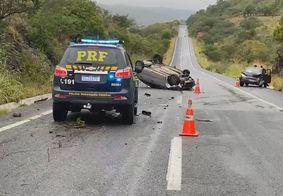 Capotamento na BR-230 deixa uma pessoa ferida na Paraíba