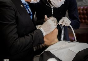 Conheça a ex-frentista que acreditou no seu sonho e hoje trabalha com dentista dos famosos