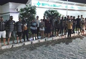 Família de adolescente baleado pela polícia nas duas pernas faz protesto na PB