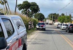 Vítima foi assassinada às margens da avenida
