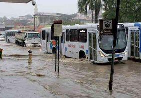 Chuvas provocam trânsito lento e alagamentos em JP; quase 80 cidades da PB recebem alerta