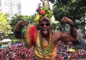 Léo Santana se fantasia de Carmen Miranda e arrasta multidão no Carnaval de Salvador
