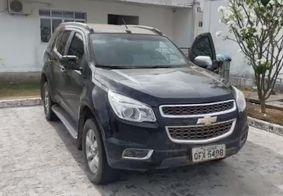 Polícia prende dupla com carro roubado avaliado em R$ 200 mil em João Pessoa