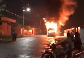 No nono dia de ataques no Ceará, criminosos explodem bomba em viaduto e incendeiam veículos