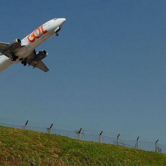 Covid: França suspende voos chegando ou partindo para o Brasil