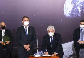 Brasil assina acordo que planeja enviar primeira mulher à Lua em 2024