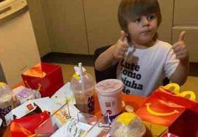 Menino de 3 anos pede R$ 400 em lanches usando celular da mãe; veja