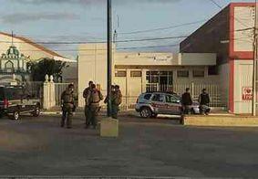 Bandidos trancam policiais e explodem agência dos Correios, na Paraíba