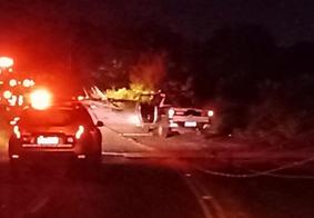 Suspeitos capotam carro após perseguição policial na Zona Sul de João Pessoa