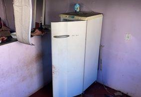 Criança se esconde dentro de geladeira e escapa de incêndio