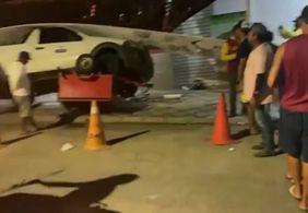 VÍDEO | Carro desgovernado atinge ponto de mototáxi em cidade da Paraíba