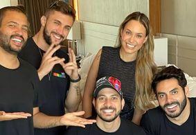 Projota, Arthur, Caio, Rodolffo e Sarah se reencontram em hotel
