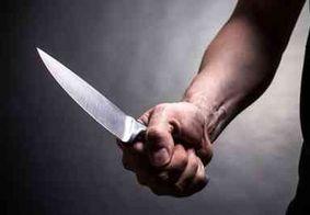 """Suspeito pede desculpas após dar 14 facadas em amigo, na Grande JP: """"O inimigo tentou"""""""