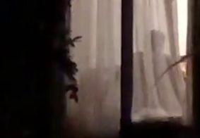 Vídeo: homem flagrado agredindo esposa em suíte de resort de luxo