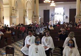 Separados e com máscaras, católicos celebram Festa das Neves neste domingo (26)