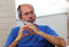 Jornalista e escritor Walter Galvão