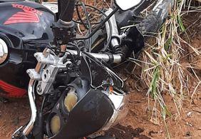 Mulher morre após perder controle da moto e colidir em poste, em Guarabira