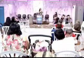 Vídeo   Pastora se empolga e solta 'palavrão' durante pregação