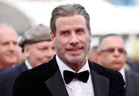John Travolta surge careca em foto nas redes sociais e agrada fãs