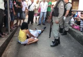 Suspeito de praticar assaltos é espancado e esfaqueado no mercado central de João Pessoa