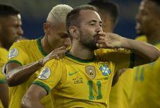Everton Ribeiro exalta boa fase e comenta parceria com Neymar e Gabigol