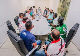 Leo Bezerra se reúne com agentes de limpeza urbana de JP e garante solução nas contratações