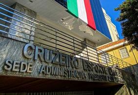 Por problemas financeiros, Cruzeiro rescinde contratos com Edilson e Robinho