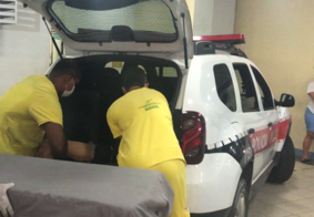 Suspeito é socorrido com tiro na cabeça após confronto com a PM, em João Pessoa