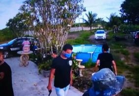 Vídeo mostra momento em que grupo com farda da Polícia Civil assalta casa no interior da PB