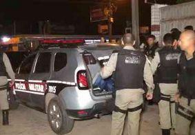 Invasão a supermercado termina com troca de tiros e suspeitos presos, em JP