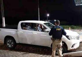 Homem é preso após furar bloqueio da PRF com veículo roubado na BR-104