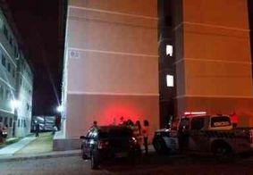 Homem é assassinado a facadas em condomínio residencial de João Pessoa