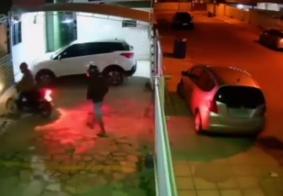 Mulher é seguida e tem bolsa roubada dentro do prédio onde mora, em João Pessoa