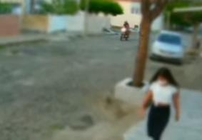 Câmera flagra momento em que motociclista se masturba e persegue jovem na PB