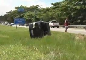 Após capotamento, motorista vira carro e vai embora na Grande JP