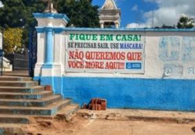 """""""Não queremos que você more aqui"""", diz faixa estampada em cemitério na Paraíba"""