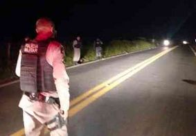 Homem morre atropelado por carro ao empurrar moto em rodovia, na Paraíba