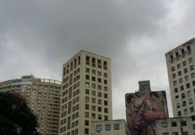 Céu escurece e Defesa Civil emite alerta de temporal em Belo Horizonte; Veja foto