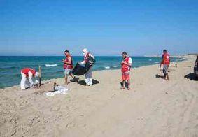 Mais de 50 corpos são resgatados após naufrágio no mar Mediterrâneo