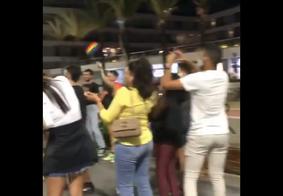 Após suposto caso de transfobia, grupo faz ato na orla de João Pessoa