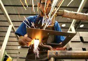 Confiança da indústria aumenta 0,7 ponto de março para abril, diz FGV