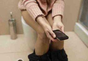 Levar celular ao banheiro pode ser perigoso, alertam especialistas